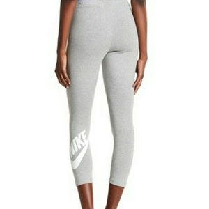 NWT Nike Club Futura Cropped Leggings
